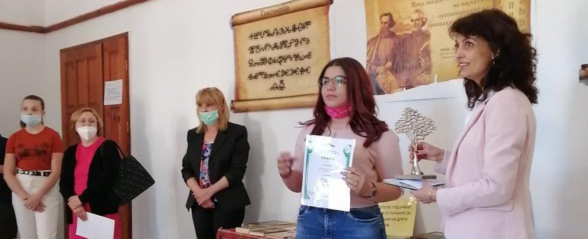"""Наградата """"Спас Зафиров"""" отиде при Ивет Кузева"""