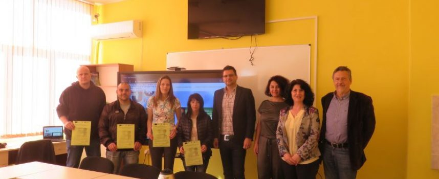 """Шестима наставници от """"Биовет"""" АД получиха днес своите сертификати в Професионалната гимназия по химия и химически технологии в Пазарджик"""