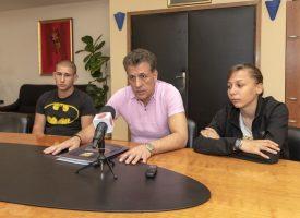 Община Пазарджик ще закупи тоалетите на двама абитуриенти