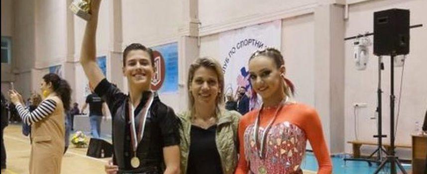 """Фурор и 15 медала за клуб по спортни танци """"Импулс 2008 Пазарджик"""""""
