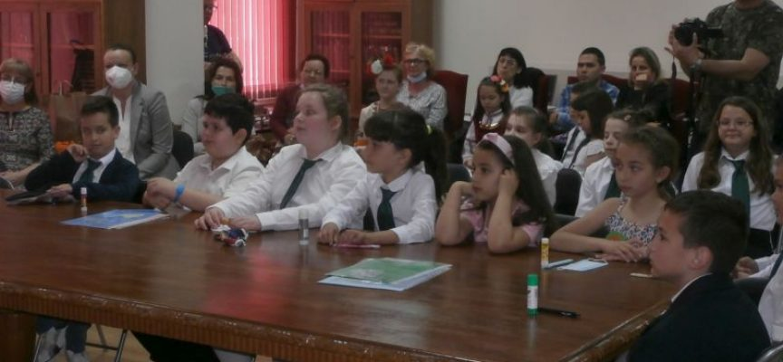 "Ученици от НУ ""Отец Паисий"" проведоха интерактивен урок в Библиотеката"