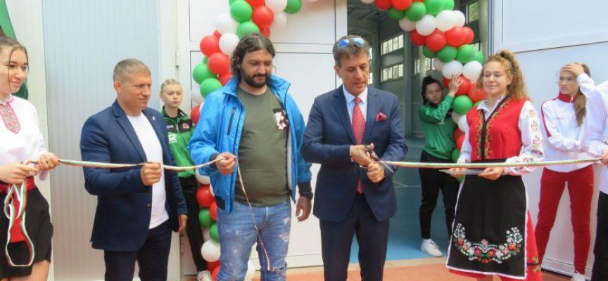 Кметът Тодор Попов откри най-новата спортна зала в Пазарджик