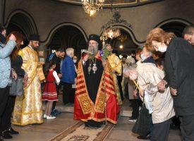 Празничният ден за Пазарджик в снимки: Литургията в храм Св.св. Константин и Елена