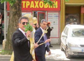 """Обзор на празника: Митрополит Николай благослови """"богоспасяемият Пазарджик"""", градоначалникът ни поздрави на площада"""