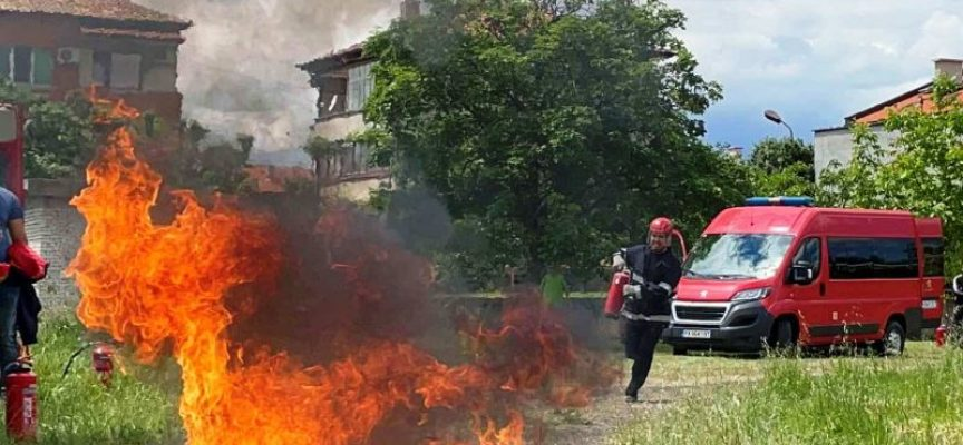 Кола се самозапали на входа на Велинград