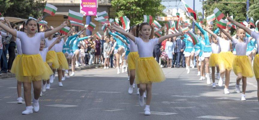 """В петък и събота: Мажоретки си оспорват първенството в """"Слънчева Бесапара"""""""