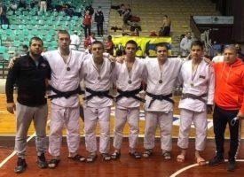 """17 медала за джудистите от """"Кодокан"""" в Панагюрище"""