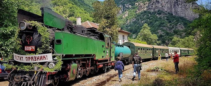 Пуснаха билетите за пътуването с парен локомотив на теснолинейката