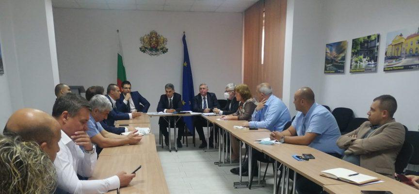 Областният управител Иван Васев проведе работна среща с кметовете на общини във връзка с предстоящите избори
