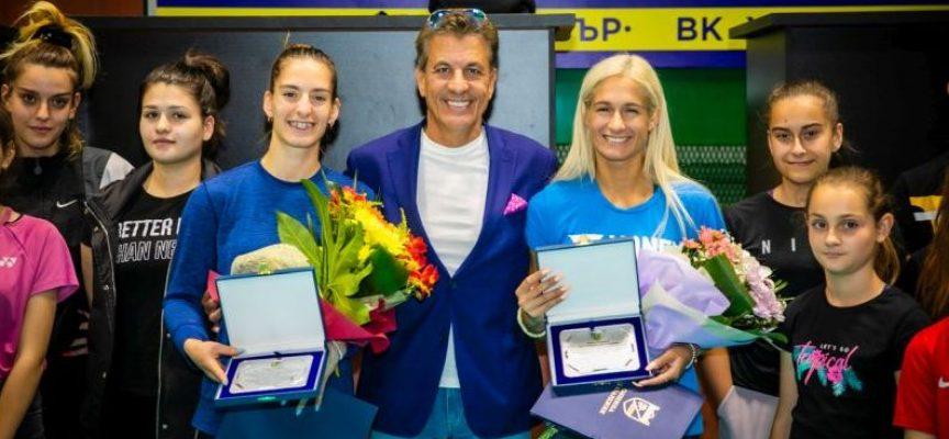 Кметът Тодор Попов награди европейските шампионки по бадминтон сестри Стоеви