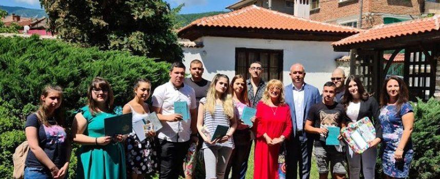 """Кметът на Пещера присъства на връчването на дипломите на зрелостниците от """"Ат. Ченгелев"""""""
