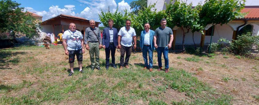 """Кандидат-депутати на ДПС уважиха празника на Динката """"Свети дух"""""""