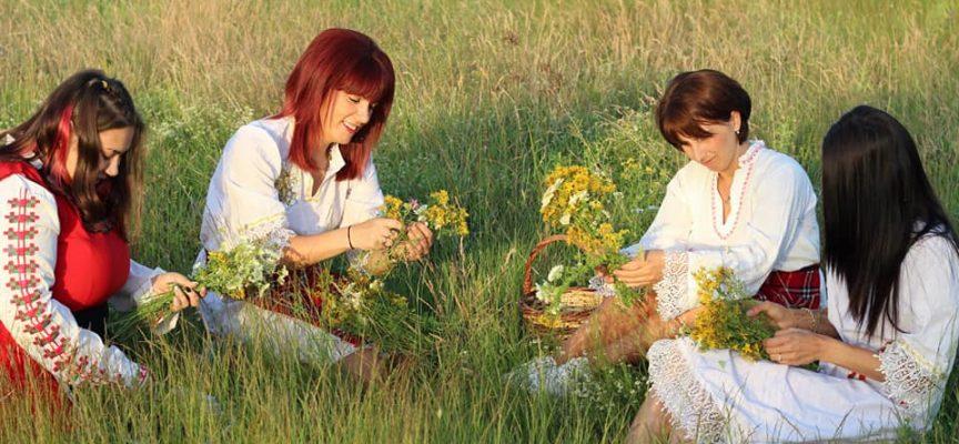 В Бяга, Исперихово и Брацигово: Десетки жени посрещнаха изгрева на Еньовден сред природата, читалището в Бяга прави и чаено парти