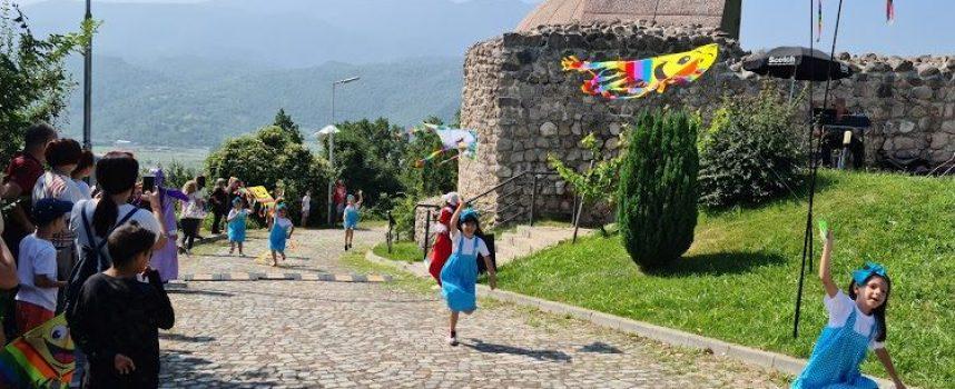 80 деца с пъстри хвърчила участваха в празник на Перистера