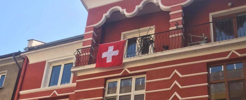 """Швейцарското знаме """"изгря"""" в центъра на Пазарджик"""