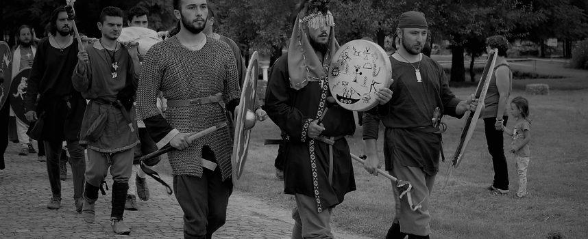 На 17 юли: В крепостта Перистера се събират римски легионери и варварски племена