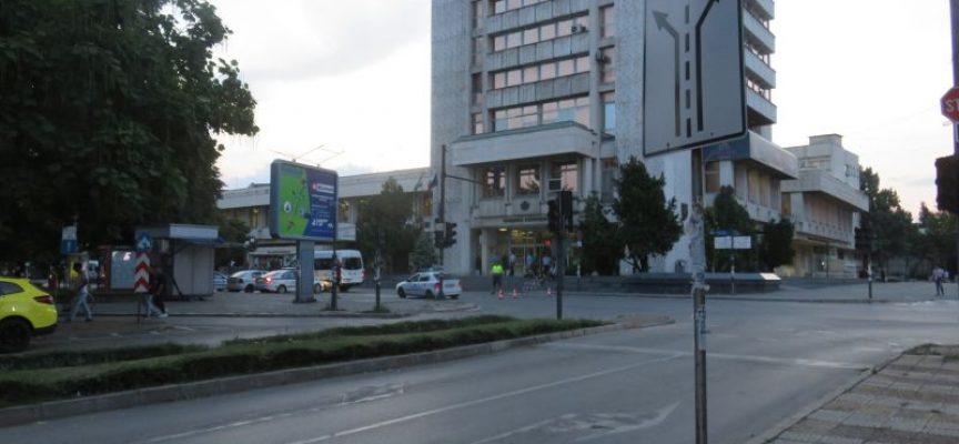 """Преустановиха движението по бул. """"България"""" пред Общината в Пазарджик"""