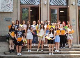 Елеонора Серафимова поздрави стажантите от Х клас, днес те получиха удостоверенията си