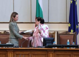 Ива Митева отново е шеф на Парламента