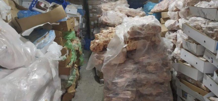 """Наложиха възбрана на бекон с изтекъл срок в склад в """"Търговията"""""""