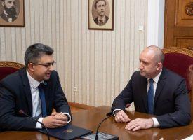 Президентът Румен Радев връчи мандата на ИТН на Пламен Николов
