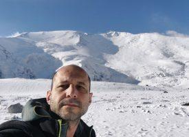 Пазарджишки алпинист щурмува връх Ленин в планината Памир