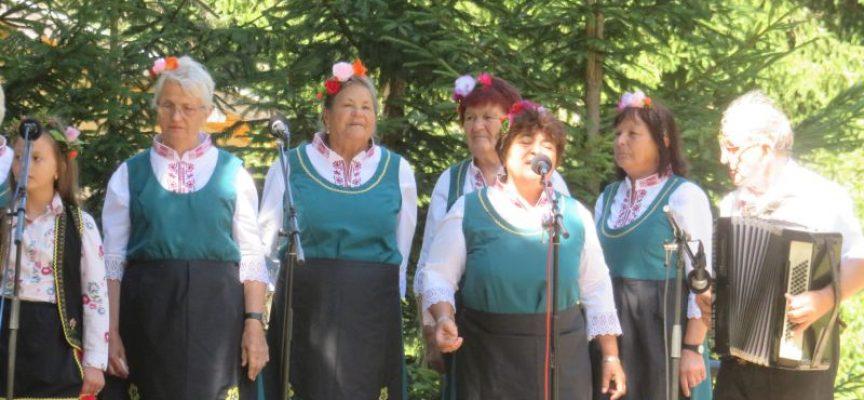 """Фолклорен фестивал """"Атолука"""" стартира с изпълнения на стари градски песни"""