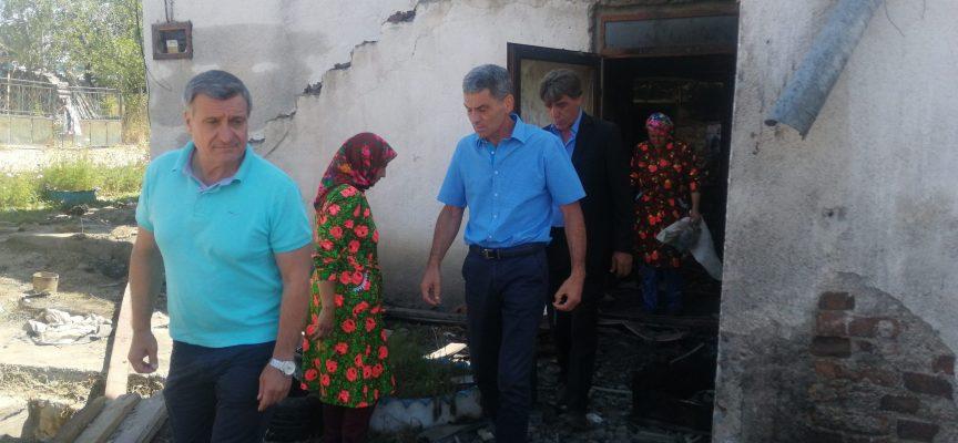 Областният управител Иван Васев се срещна с пострадалите от пожара в село Кръстава