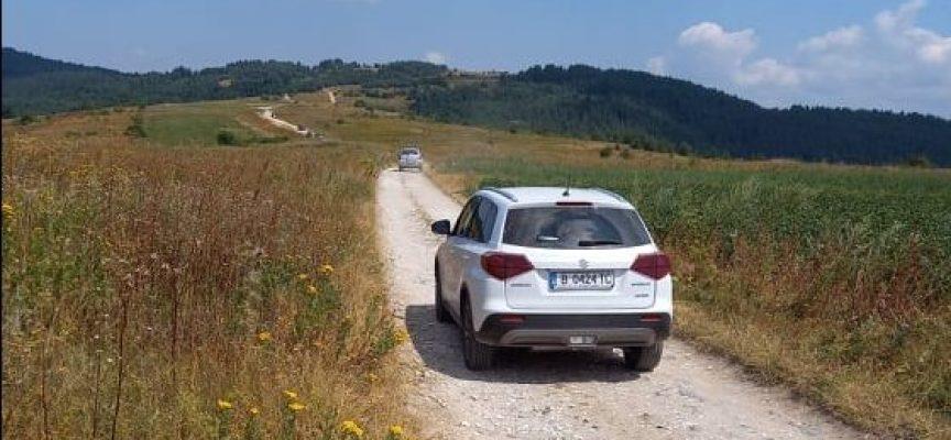 Мързеливи туристи се качват почти до Бекови скали с колите си