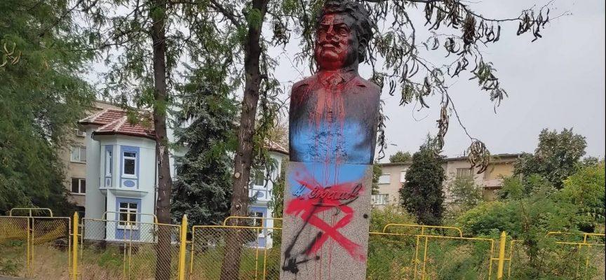 Отново оскверниха паметника на Александър Стамболийски в Пазарджик