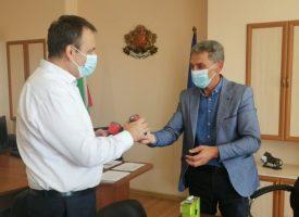 Областният управител Иван Васев връчи печата на РИК Пазарджик, комисията започна работа