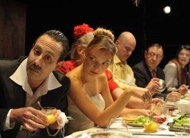 """УТРЕ: Посетете премиерата на """"Сватбата на дребния буржоа"""" в Пазарджик"""