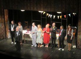 """Публиката на """"Сватбата на дребния буржоа"""" изкара три пъти на бис актьорите и режисьора, Иво Русев получи плакет и награда"""