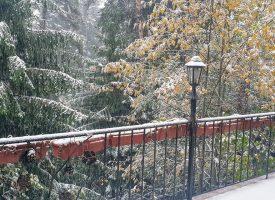 На Атолука падна първият сняг
