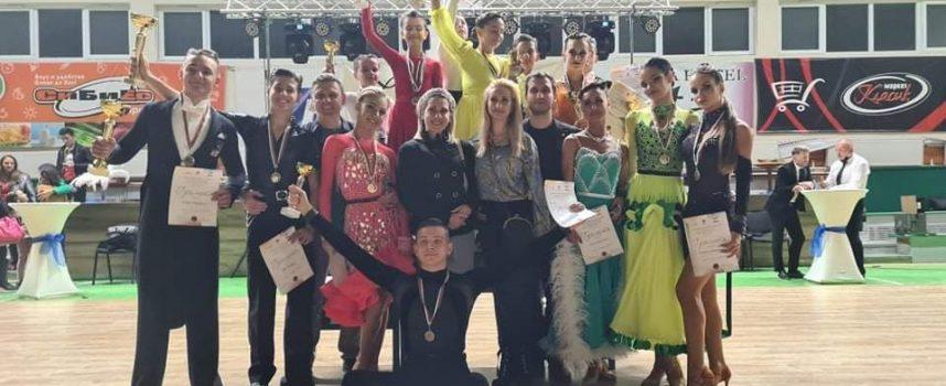 """Осем медала и много силно представяне за състезателите по танци на """"Импулс"""" Пазарджик"""