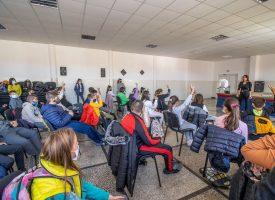 """""""Добрият пример"""": Ренета Камберова бе гост на училище """"20 април"""" в Панагюрище"""