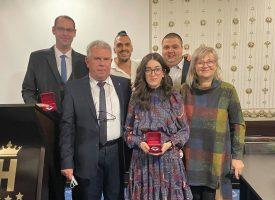 Четирима млади лекари получиха награда за професионалния си празник
